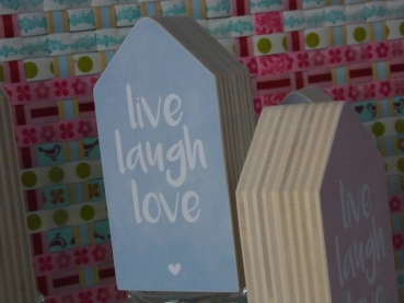 casa di sue liebevoll verschenken dots lifestyle haus holzhaus live laugh love gr e m. Black Bedroom Furniture Sets. Home Design Ideas